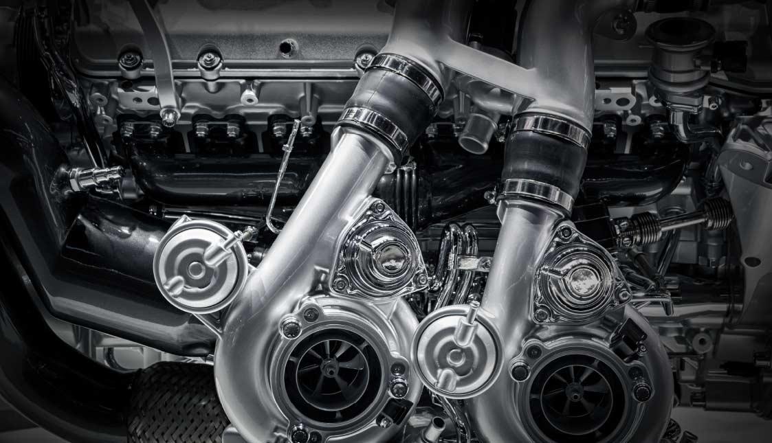 Ein stark aussehender Hochleistungsmotor in graustufen