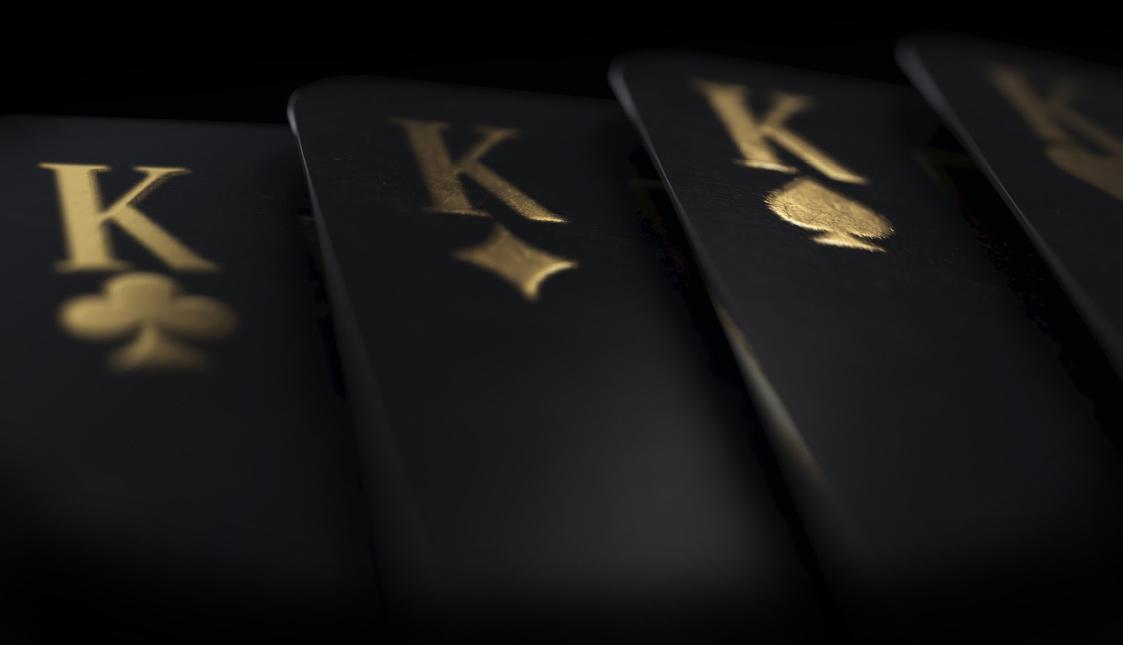 Schwarze Karten mit goldener Kennzeichung