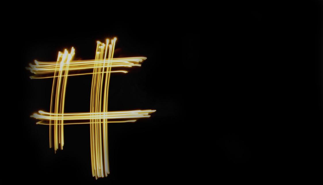 Goldene Raute auf schwarzem Hintergrund